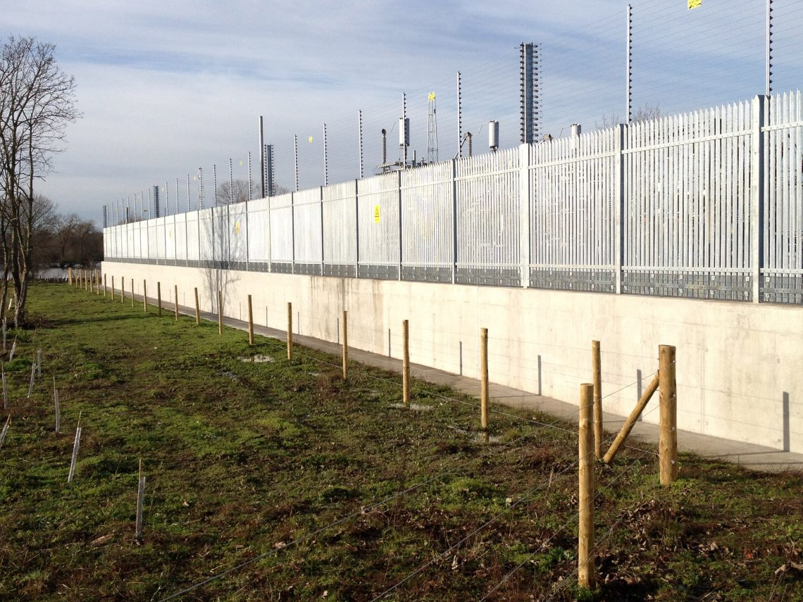 Lochrin Combi fencing used for a flood defence scheme.